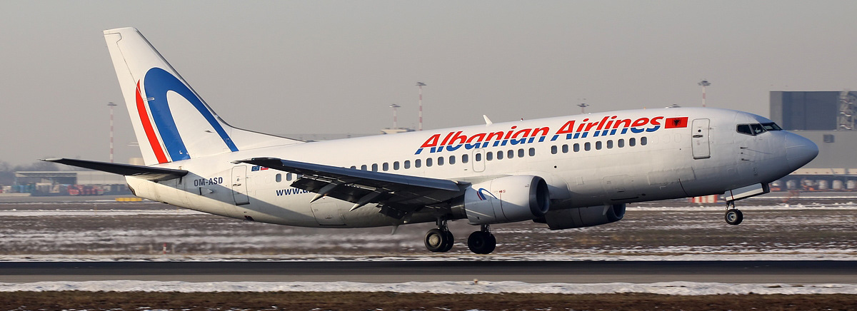 albanian_airlines_boeing_737-300_pierobon